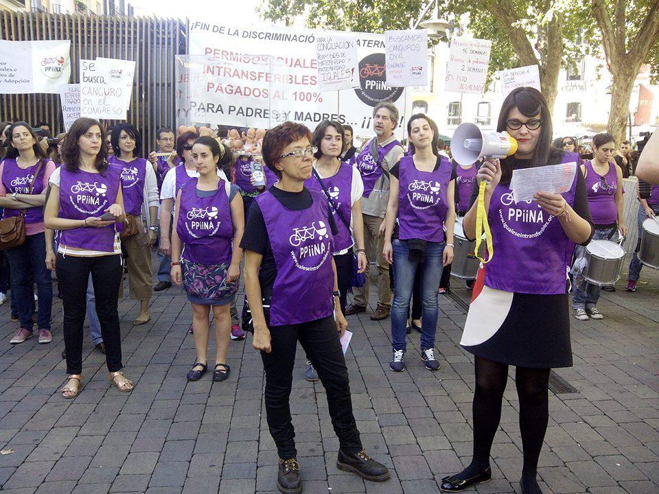 Manifestación por la equiparación de los permisos de nacimiento y adopción para ambos progenitores